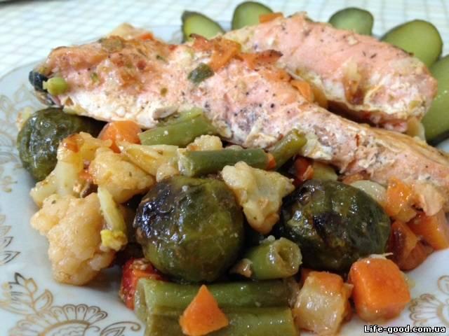 красная рыба с овощами в духовке видео